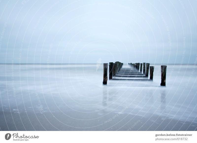 Weg ins Meer Ferne Wellen Winter Natur Wasser Himmel Wolkenloser Himmel Herbst Wetter schlechtes Wetter Wind Nebel Ostsee Menschenleer Fischerboot Holz kalt