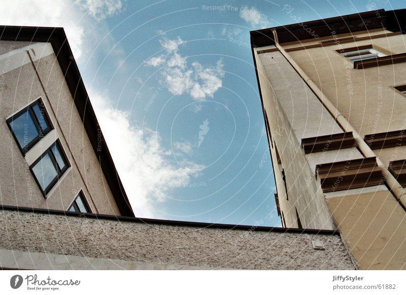 Blickwinkel Himmel Stadt Wolken Haus Fenster Mauer Gebäude Linie Arbeit & Erwerbstätigkeit Perspektive Dach