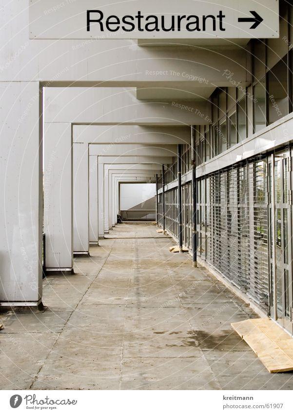 Das erste Haus am Platz Beton Perspektive Restaurant Eingang Demontage Monochrom Bochum