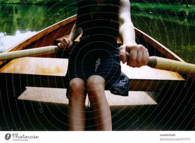 RUDERN | romantik romantisch frau sommer liebe boot wasser Rudern Ruderboot Wasserfahrzeug langsam rückwärts Frau Sommer Hand schön Erholung Freizeit & Hobby