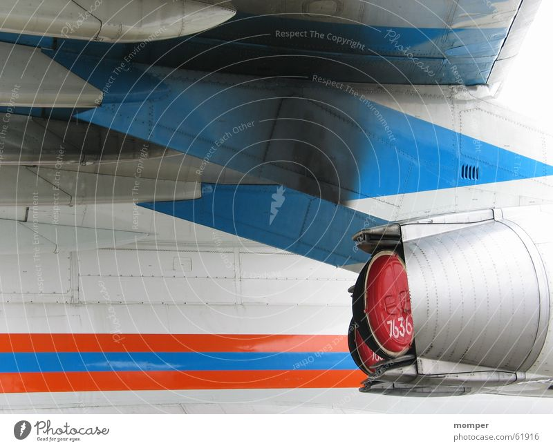 Flugzeug 1 Triebwerke abstrakt weiß Kraft Elektrisches Gerät Technik & Technologie Luftverkehr Detailaufnahme blau Düsenflugzeug