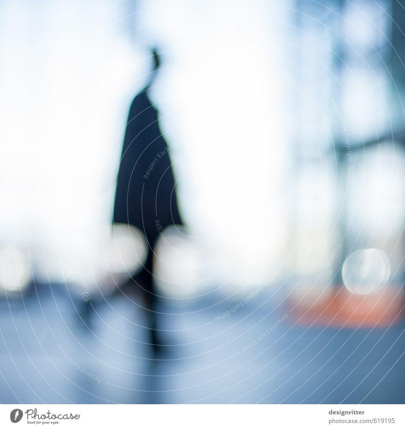 flüchtig Mensch maskulin Mann Erwachsene 1 Hochhaus Bankgebäude Bahnhof Flughafen Bauwerk Gebäude Architektur Fassade rennen Bewegung gehen laufen Stadt blau