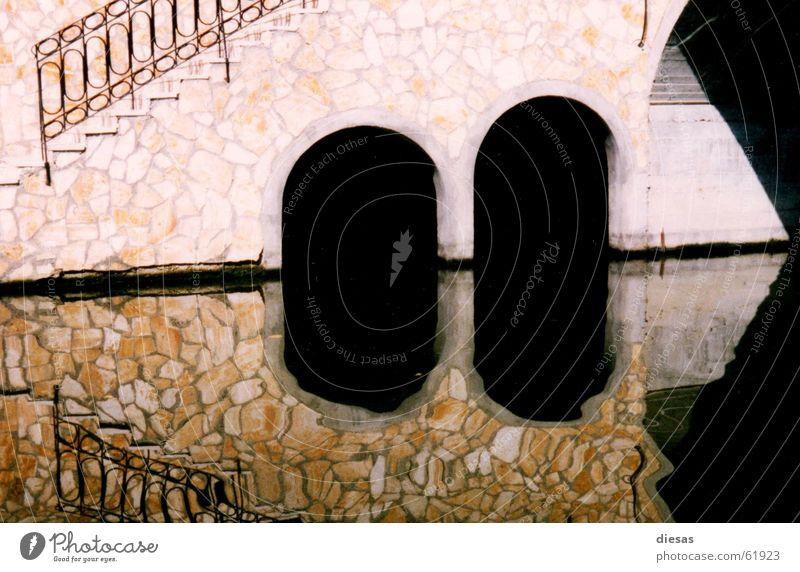 3Ecke Wasser Küste Treppe Brücke Fluss Geometrie Bogen Abwasserkanal Korfu