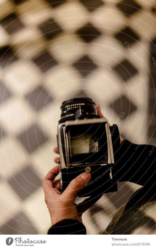 Hasselblad view alt schwarz Innenarchitektur Stil Kunst Freizeit & Hobby Häusliches Leben ästhetisch beobachten Fotokamera Medien Wachsamkeit Schach