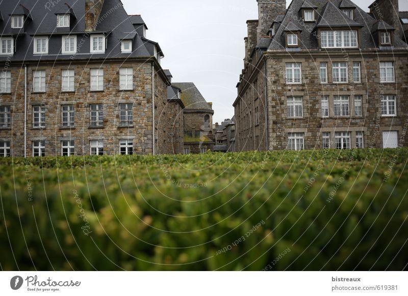 Saint-Malo Kleinstadt Stadt Hafenstadt Altstadt Menschenleer Haus Bauwerk Gebäude Architektur Mauer Wand Fassade Stein Abenteuer elegant Farbe Tourismus