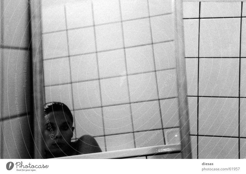 Eingeengt Spiegel Bad Badewanne Porträt Reflexion & Spiegelung baden badezimmer Haare & Frisuren Fliesen u. Kacheln