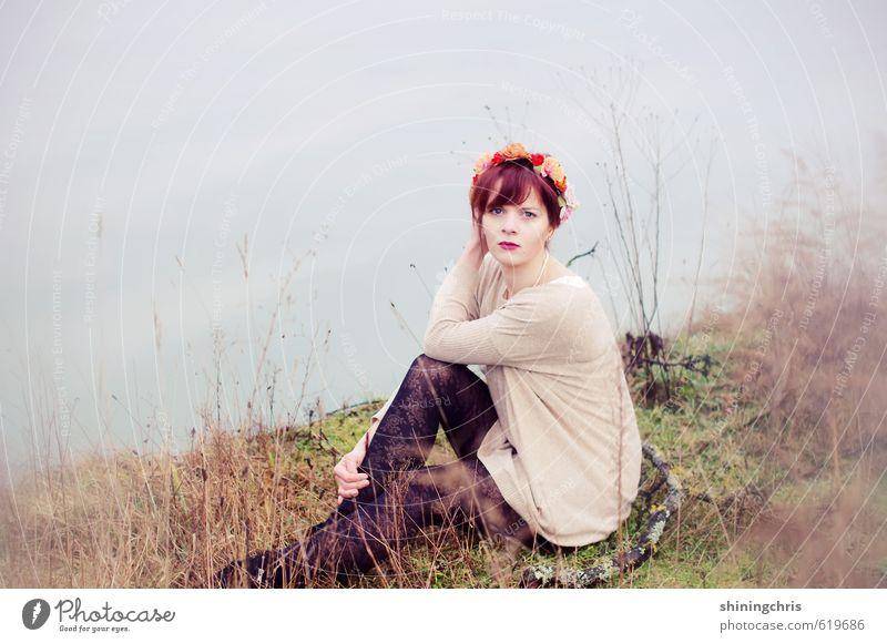 lakeside feminin Junge Frau Jugendliche Erwachsene 1 Mensch 18-30 Jahre Natur Landschaft Erde Wasser Winter Gras Seeufer Flussufer Strumpfhose Spitze Accessoire