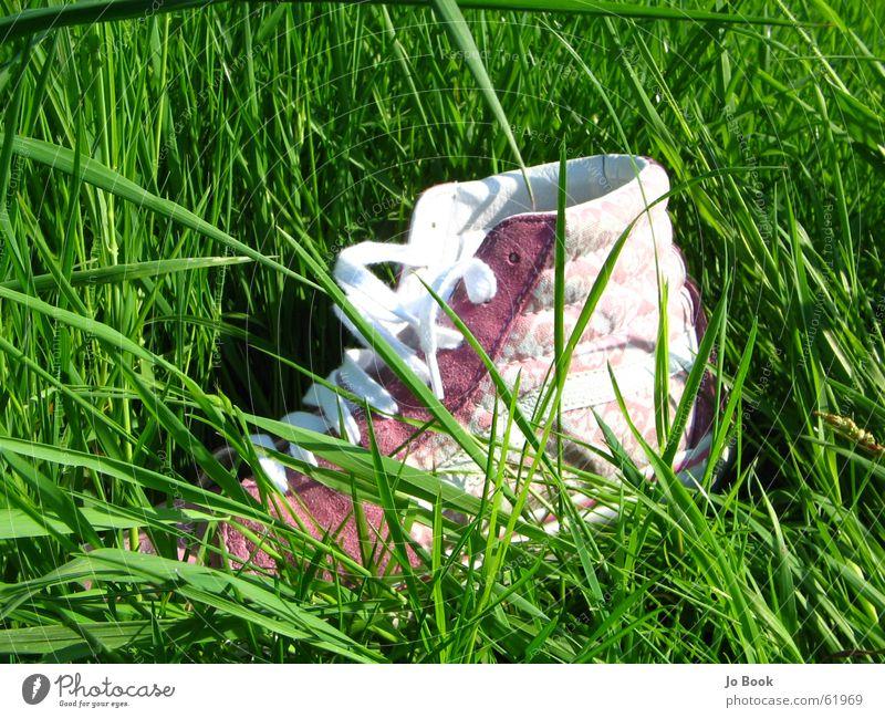 Chucks grün Sommer Gras Fuß Schuhe rosa verloren Schuhbänder