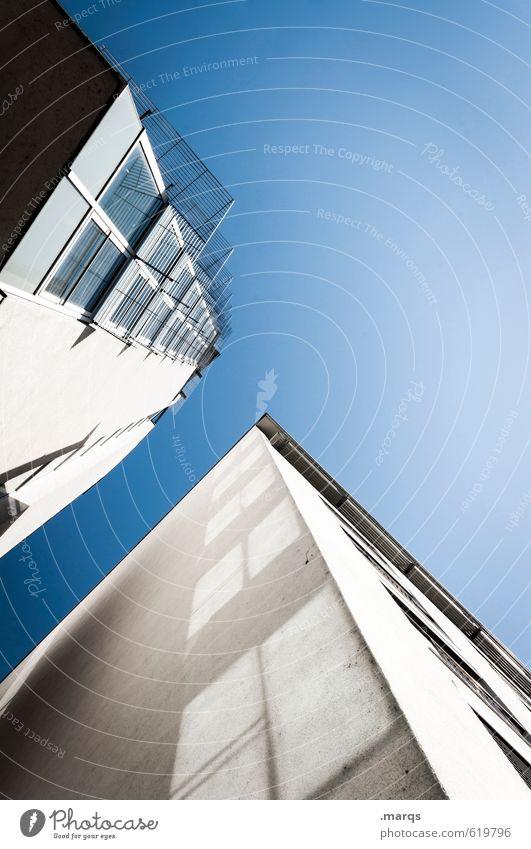Höhenangst Lifestyle elegant Stil Design Baustelle Wolkenloser Himmel Schönes Wetter Hochhaus Bankgebäude Bauwerk Gebäude Architektur Fassade Fenster gigantisch