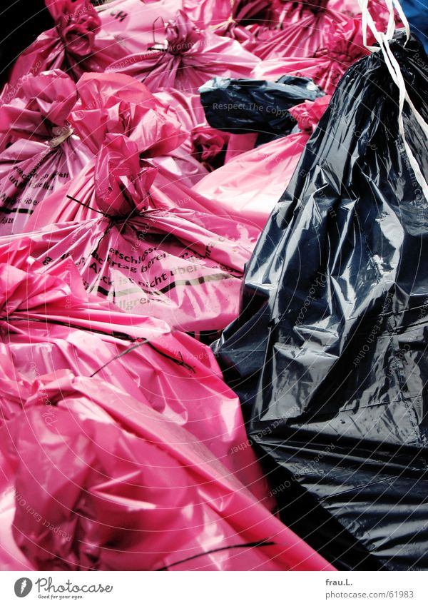 Müllsäcke schwarz Ernährung Straße Arbeit & Erwerbstätigkeit rosa Dinge Sack Straßenrand Streik Gewerkschaft Müllsack Hausmüll