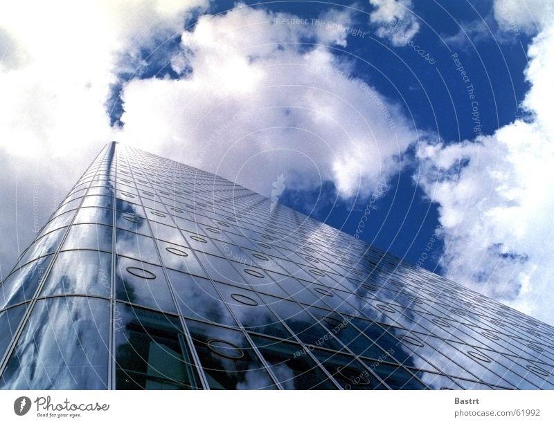 Wolkenfänger Himmel Sonne blau Glas Hochhaus Fassade leer Turm Spiegel London Lücke Canary Wharf