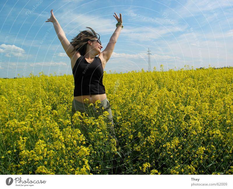 jump to heaven Frau Blume Sommer Freude gelb Wiese springen Glück Feld Raps