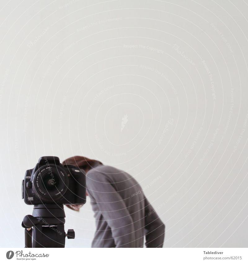 Dein Foto wurde leider nicht bestätigt gedemütigt abgelehnt Stativ Fotografie Mann Trauer demütigung alehnung verletztes ego mangelndes selbsbewusstsein