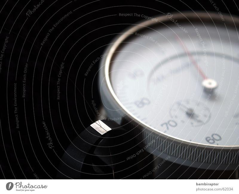 ... Chrom Skala dreckig Messinstrument rot klein schwarz Unschärfe Ziffern & Zahlen Makroaufnahme Uhrenzeiger Mikrofon micrometer abmessen vermessen messapparat
