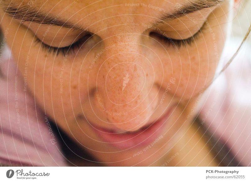 portrait einer liebenden mutter Frau Freude Gesicht lachen Mund Haut Nase Fröhlichkeit eng Geborgenheit behutsam Nestwärme