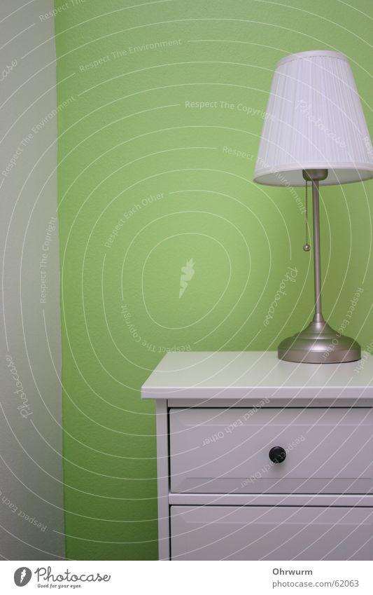Nachttisch grün weiss weiß ruhig Lampe Wand hell frisch Ecke Schrank Schlafzimmer Schublade Lampenschirm aufbewahren lackiert Kommode