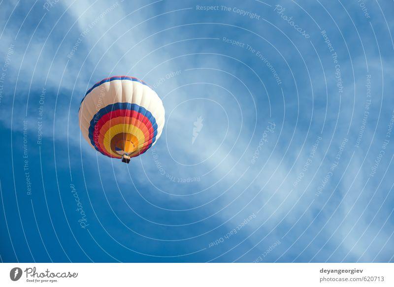 Mehrfarbiger Ballon am blauen Himmel Freude Erholung Freizeit & Hobby Ferien & Urlaub & Reisen Tourismus Ausflug Abenteuer Freiheit Sommer Berge u. Gebirge