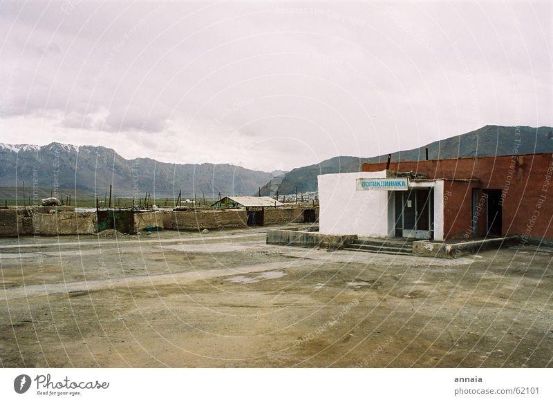 Poliklinik, Murgab Krankenhaus Tadschikistan Kirgisistan Berge u. Gebirge trist poliklinik Sowjetunion ländlich Textfreiraum oben Textfreiraum unten Dorfplatz