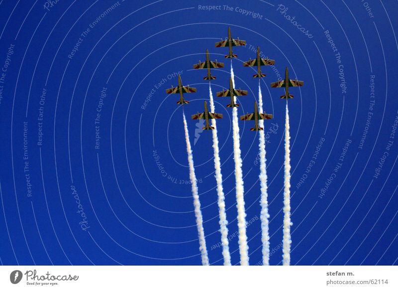tricolori Flugzeug Abdeckung Himmel grün weiß rot Italien Kunstflug frecce tricolori air sky white red Staffelung fliegerstaffel
