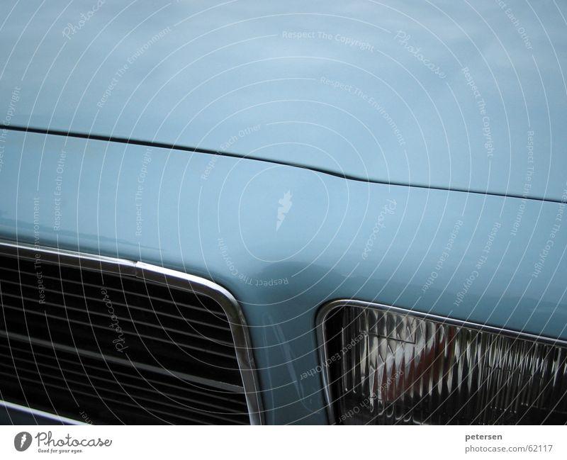 Weltrekord PKW KFZ Fahrzeug Grill Scheinwerfer Siebziger Jahre Oldtimer Spalte Blech Lack frontal Chrom Rekord hell-blau Motorhaube Youngtimer
