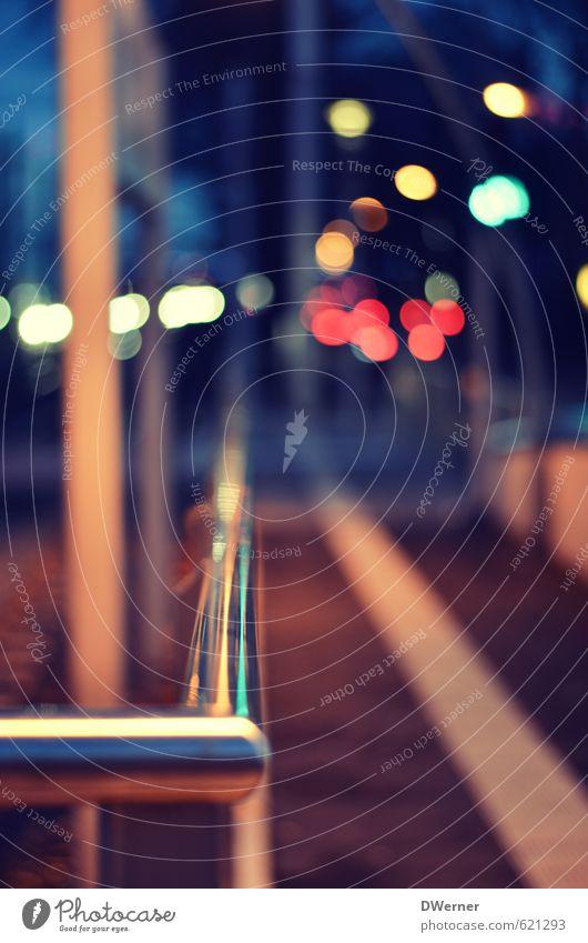 Bahnsteig blau Umwelt Straße Stil Metall Freizeit & Hobby Lifestyle Verkehr warten Tourismus stehen Ausflug Netzwerk Güterverkehr & Logistik Gleise Verkehrswege