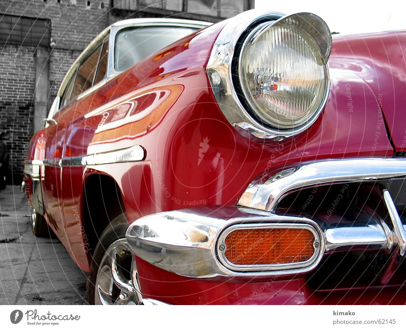 red car alt rot PKW hell Perspektive klassisch Lichtstrahl