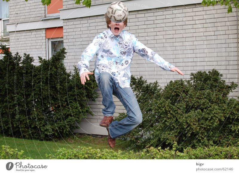 Spring! springen lustig Fußball Ball schreien