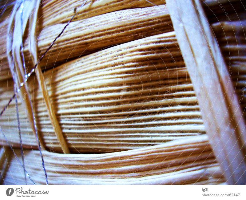 zwischenräumlich Material Holz Holzmehl horizontal vertikal diagonal ausrichten Richtung braun gelb Erholung parallel durcheinander Zusammensein aufeinander