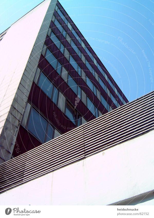 ...und welchen Weg du gehst. Himmel Stadt Fenster Stein Wohnung Leipzig DDR Plattenbau Sachsen eckig aufstrebend Neubausiedlung