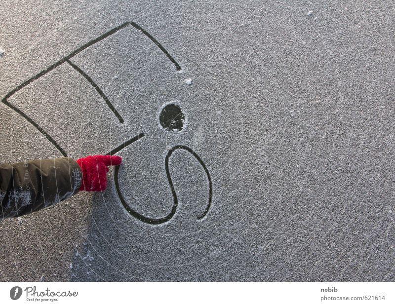 roter Handschuh Mensch Kind Stadt Freude kalt Schnee grau Eis Kindheit Arme Schilder & Markierungen Schriftzeichen ästhetisch Finger