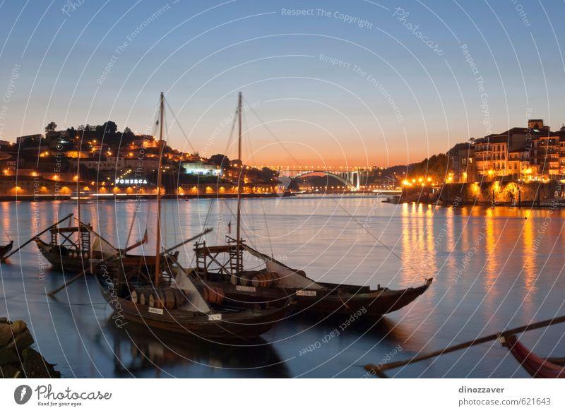 Weinschiffe auf dem Douro River, Porto Ferien & Urlaub & Reisen Tourismus Haus Himmel Hügel Fluss Kleinstadt Stadt Gebäude Architektur Verkehr Wasserfahrzeug