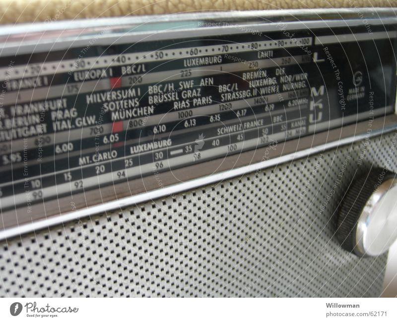 Guter Empfang Unterhaltungselektronik laut Entertainment Kunst Frequenz Oldtimer UKW Mittelwelle Kurzwelle Langwelle zeitlos Sender Elektrisches Gerät