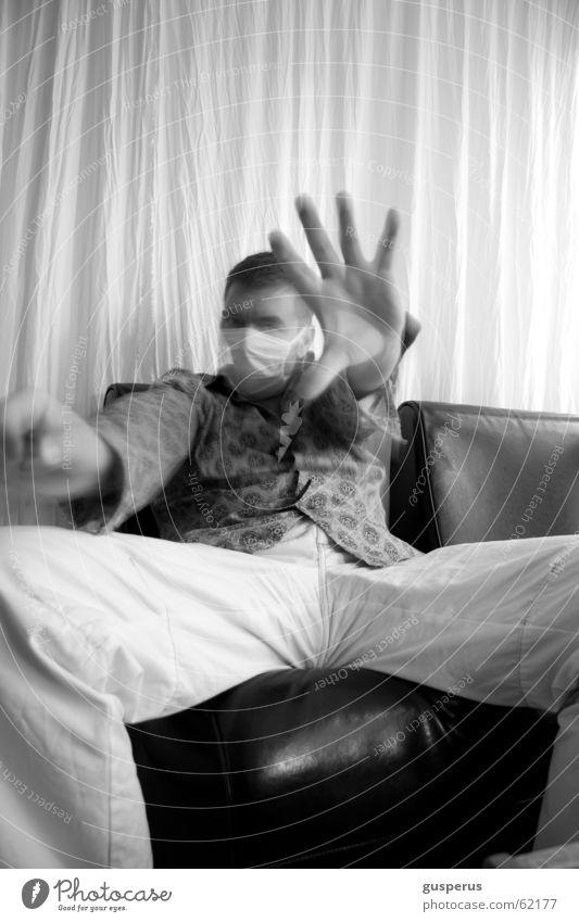 { K R A N K } Mundschutz Hand Bewegung Krankheit Patient Fernbedienung Unschärfe unerkannt bw incognito mouthpiece nosepiece mouthprotection noseprotection
