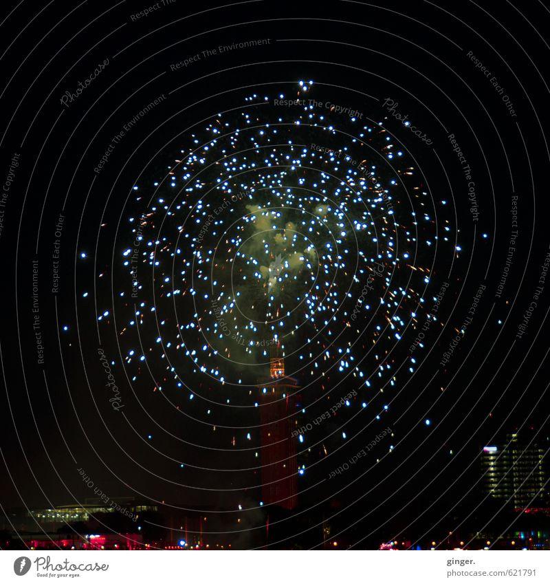 Stand Up. Himmel blau Stadt rot Haus schwarz Architektur Gebäude oben Feste & Feiern glänzend leuchten hoch Bauwerk Skyline Feuerwerk
