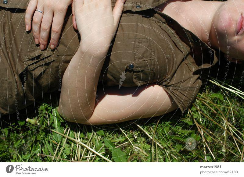 Auszeit Sommer ruhig Erholung Wiese kalt Freiheit Denken träumen Feld Beginn Rasen genießen Löwenzahn Stress Meditation gemütlich