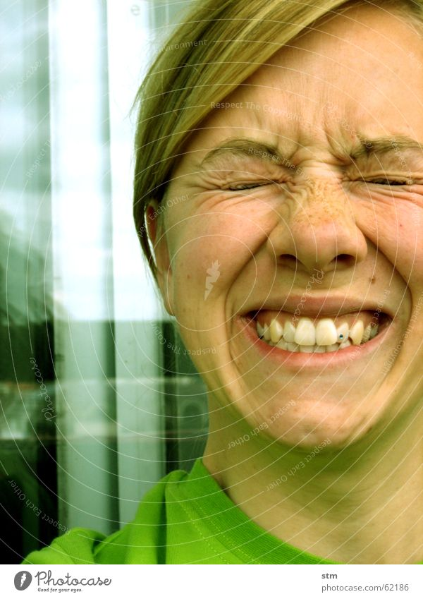 ladies and football 1 Frau grün Freude Auge Gefühle Mund Wut Falte Gesichtsausdruck