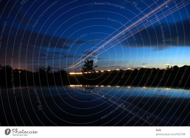 anflug Langzeitbelichtung Sommernacht Nachtstimmung Autodach Stil Wolken Romantik Reflexion & Spiegelung Dämmerung Flugzeuglandung Flughafen Himmel fliegen