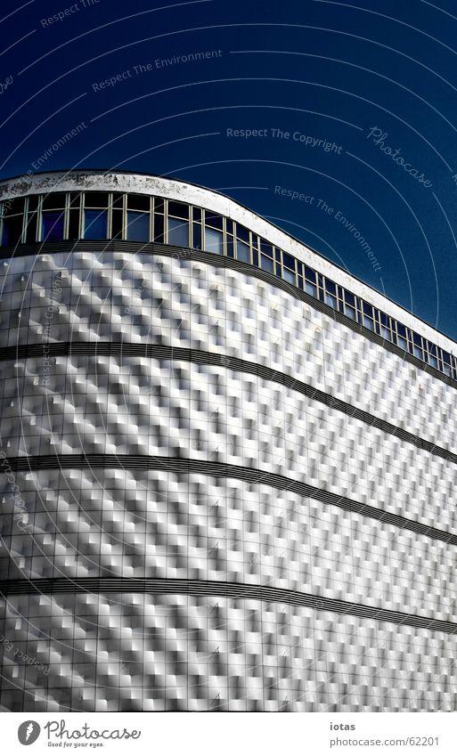 leipzig city, blechbuechse alt blau Sommer Haus schwarz springen Fenster Gebäude Graffiti Architektur Deutschland Design Erfolg Hochhaus modern Coolness