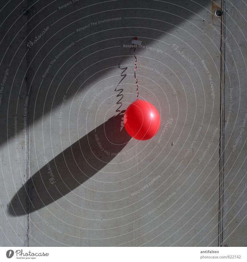 Ganz schön aufgeblasen rot Freude Wand Liebe Mauer Glück grau Feste & Feiern Party Fassade Freizeit & Hobby Dekoration & Verzierung Geburtstag Fröhlichkeit