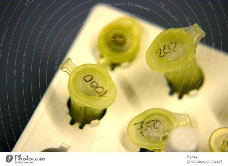 labor Gesundheitswesen Labor Gentechnik Reagenzglas steril Ampulle DNA eppendorfröhrchen Gefäße Muster Mensch