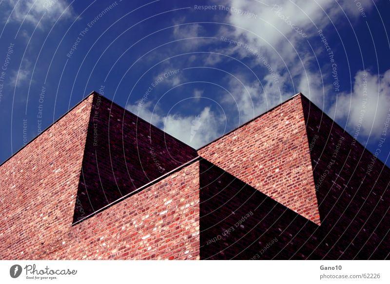 Himmelsschattenkubus Mauer Gemäuer Haus Gebäude Wolken kalt Einsamkeit Schatten museumsinsel hombroich brick shadow sky clouds Klarheit klare gedanken