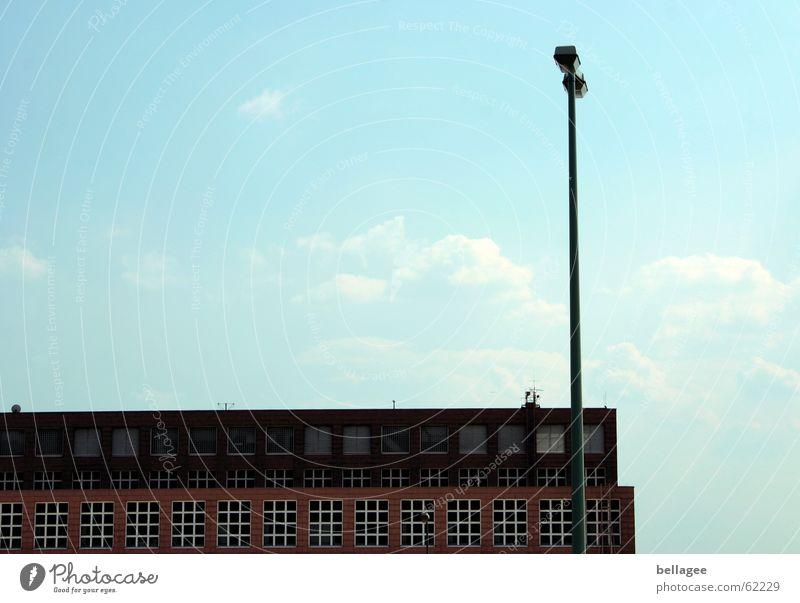frankfurter flughafen Himmel weiß blau Wolken Lampe Fenster Gebäude Flugzeug fliegen Flughafen Frankfurt am Main bewegungslos Schaltpult