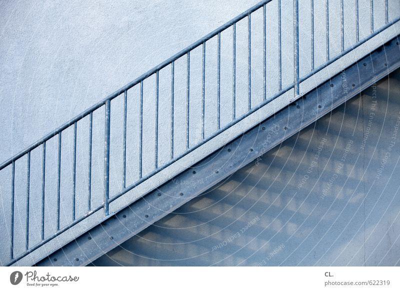 treppe Architektur Mauer Wand Treppe ästhetisch Optimismus Beginn Fortschritt Wandel & Veränderung Ziel aufwärts abwärts Treppengeländer Linie Farbfoto