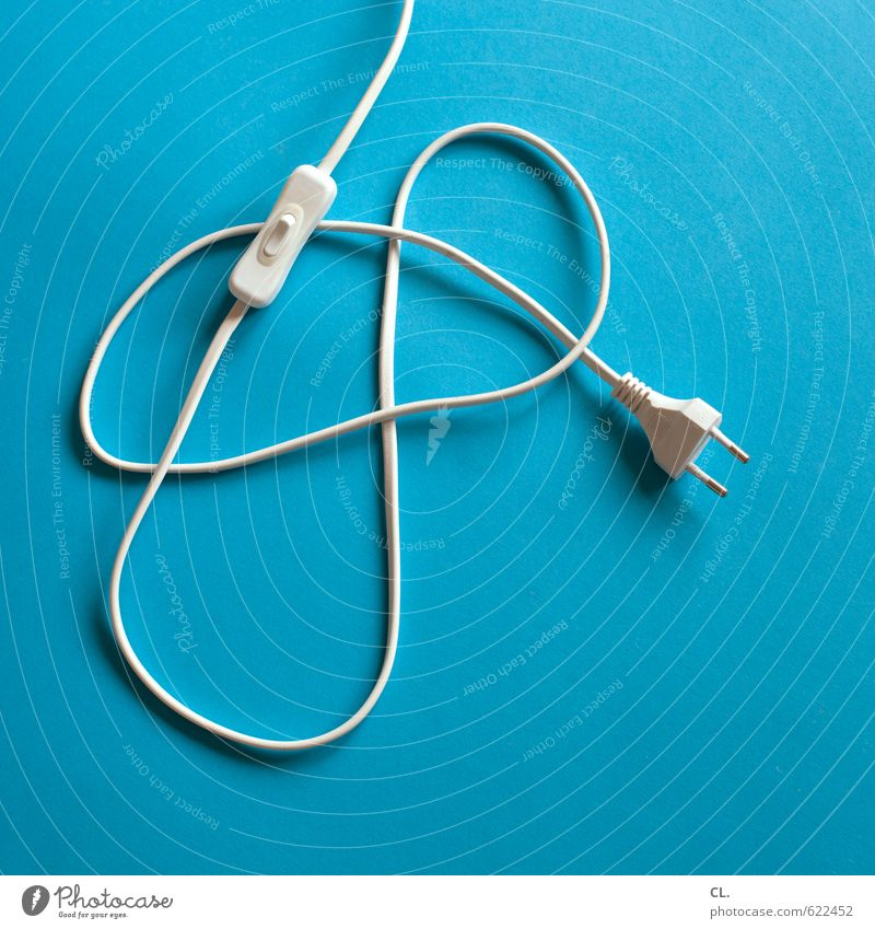 unplugged Häusliches Leben Kabel sparen ästhetisch kaputt blau sparsam Partnerschaft Energie Pause Trennung Schalter Stecker ausschalten aktivieren Elektrizität