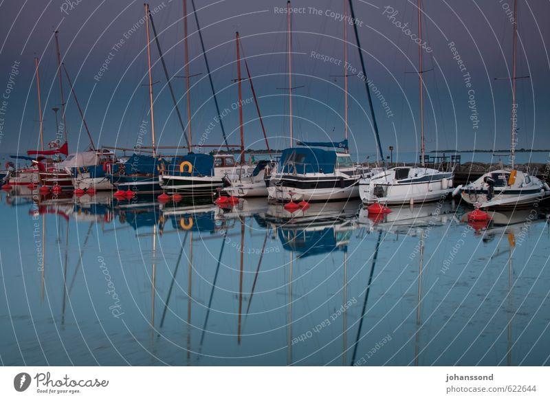 Sommernachtsstimmung aus dem Norden Segeln Abenteuer Ferne Freiheit Meer Wasser Wolkenloser Himmel Ostsee Sportboot Jacht Segelboot Erholung blau Lebensfreude