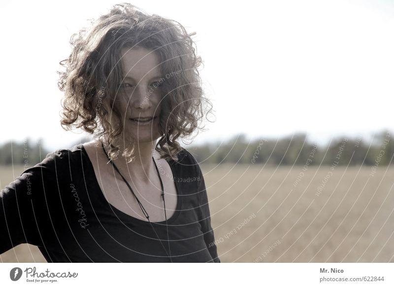 """""""Du hast die Haare schön """" Lifestyle feminin Frau Erwachsene 1 Mensch Umwelt Natur Feld Haare & Frisuren Locken natürlich Gefühle Zufriedenheit shirt Halskette"""