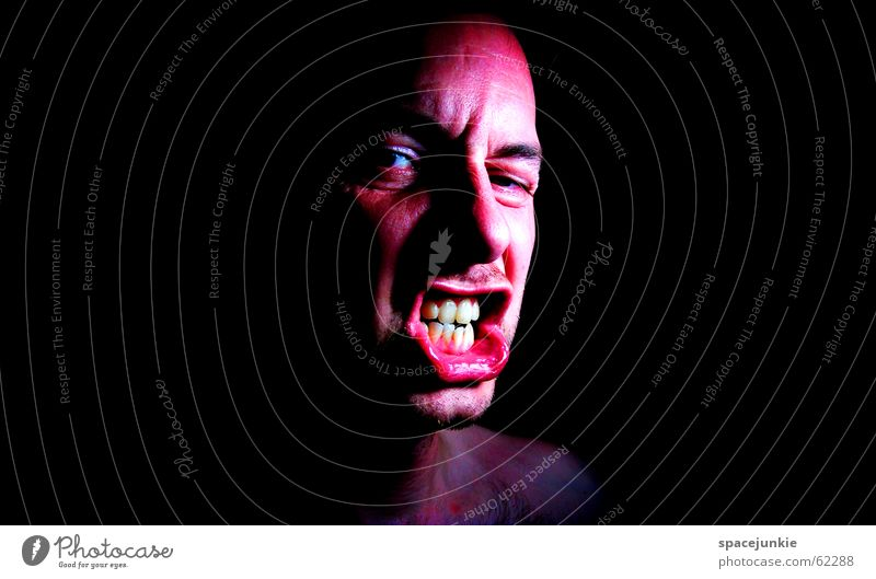 Impulsive Menschen kennen keine Grenzen! (2) Mann Gesicht schwarz dunkel Angst verrückt schreien Gewalt böse Freak beängstigend Zähne zeigen