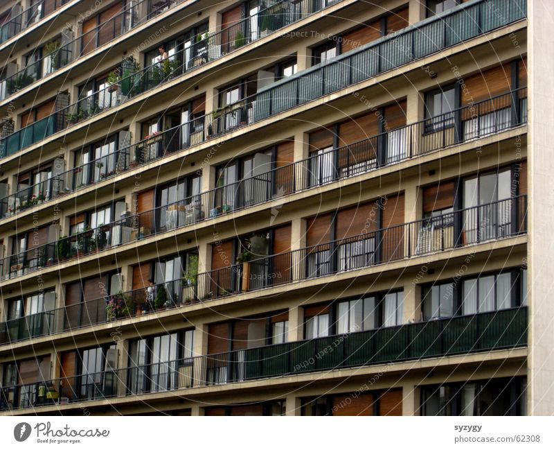 wohnboxen Plattenbau Vorstadt Hochhaus Ghetto Balkon Wohnung Vorderansicht Wohnhochhaus Block Außenaufnahme gerade eng dicht an dicht Aussicht wohnidyll