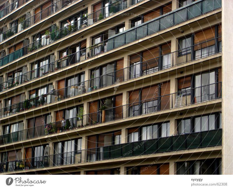 wohnboxen Wohnung Hochhaus Ordnung Aussicht Häusliches Leben Balkon eng Block Plattenbau gerade Ghetto Vorstadt Wohnhochhaus