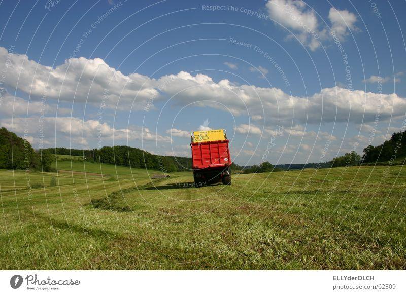 Rasenmäher XXL Gras Wiese Silo Wolken Landwirtschaftliche Geräte Traktor Sommer Futter Feierabend Landschaft trecker fahrn Ernte heimweg